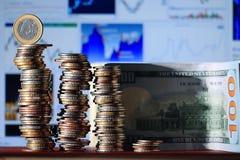 Стога долларов концепции монеток Стоковые Фотографии RF
