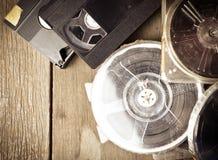 Стога прокладки фильма и магнитной ленты для видеозаписи и года сбора винограда тонизируют Стоковое Фото