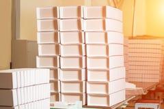 Стога пустых белых коробок Стоковые Изображения