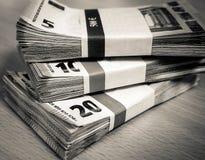 Стога счетов евро на столе сосны Стоковое фото RF