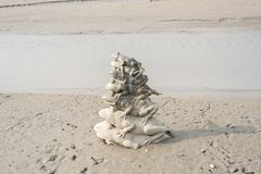9 стогов статуи лягушки в озере лун Солнца стоковые изображения rf