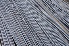 Стог баров подкрепления тяжелого метала с периодической текстурой профиля Закройте вверх по стальному armature конструкции Абстра стоковая фотография