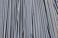 Стог баров подкрепления тяжелого метала с периодической текстурой профиля Закройте вверх по стальному armature конструкции Абстра стоковые изображения rf