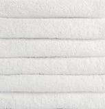 Стог белых полотенец Стоковое Фото