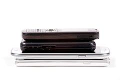 Стог более старых модельных сотовых телефонов и smartphones Стоковая Фотография RF