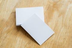 стог визитной карточки на древесине Стоковая Фотография
