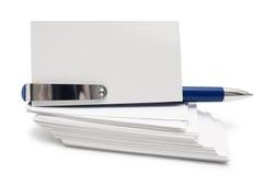 Стог визитных карточек и ручки Стоковое Фото