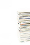 Стог визитных карточек на изолированной таблице Стоковая Фотография