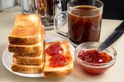 Стог горячих зажаренных кусков хлеба для завтрака Стоковое Изображение RF