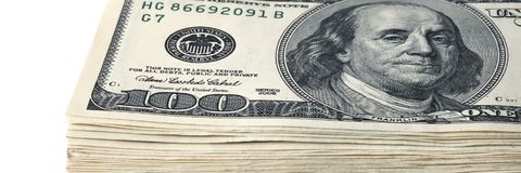 Стог 100 долларовых банкнот на белой предпосылке Стоковые Фотографии RF