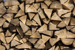 Стог древесины подготовленный на зима Стоковые Изображения