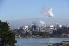 стог дыма нефтеперерабатывающего предприятия Стоковое Изображение RF