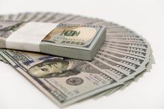 Стог денег в банкнотах наличных денег долларов США Стоковые Изображения
