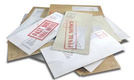 Стог задолженности разбросанный конвертом Стоковые Фотографии RF