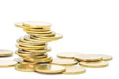 Стог золотых монеток изолированный на белой предпосылке Стоковое фото RF