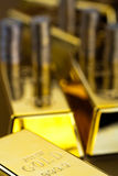 Стог золота в слитках, окружающая финансовая концепция Стоковые Фото