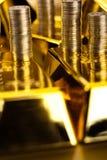 Стог золота в слитках, окружающая финансовая концепция Стоковая Фотография