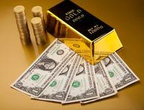 Стог золота в слитках, окружающая финансовая концепция Стоковые Изображения
