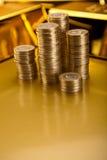 Стог золота в слитках, окружающая финансовая концепция Стоковые Изображения RF