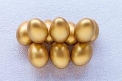 Стог золотого пасхального яйца Стоковое Изображение RF