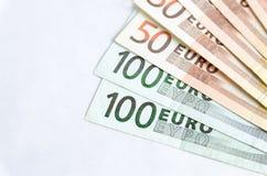 Стог изолированных банкнот евро Стоковая Фотография