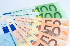 Стог изолированных банкнот евро Стоковое Изображение