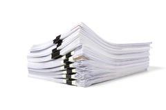 Стог изолированных бумаг дела стоковое изображение