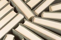 Стог используемых старых книг Стоковые Фотографии RF
