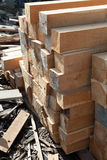 Стог квадрата teak деревянного в лесном складе куча деревянная Стоковое Изображение