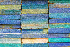 Стог квадратных деревянных планок для материалов и ремонтины мебели Стоковая Фотография