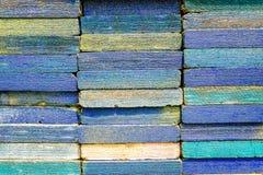 Стог квадратных деревянных планок для материалов и ремонтины мебели Стоковое фото RF