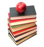 стог книги яблока стоковые изображения