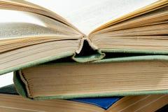 стог книг высокий Стоковые Фотографии RF