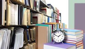 Стог книг в библиотеке Стоковая Фотография