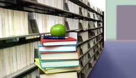 Стог книг в библиотеке Стоковая Фотография RF