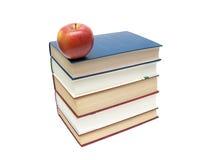 Стог книг и красного яблока изолированных на белой предпосылке Стоковые Изображения RF