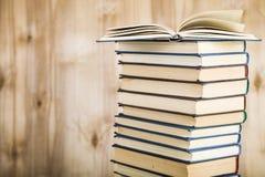 Стог книг на деревянной предпосылке Стоковая Фотография RF