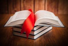 Стог книг с закладкой Стоковые Изображения RF