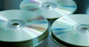 Стог КОМПАКТНОГО ДИСКА или DVD стоковое изображение