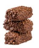 Стог конфеты шоколада при гайки изолированные на белой предпосылке Стоковые Фотографии RF