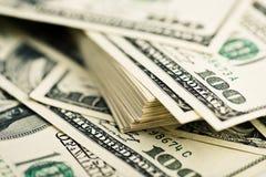 Стог 100 концов-вверх долларовых банкнот Стоковые Изображения RF