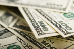 Стог 100 концов-вверх долларовых банкнот Стоковые Фото