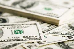Стог 100 концов-вверх долларовых банкнот Стоковое Изображение RF
