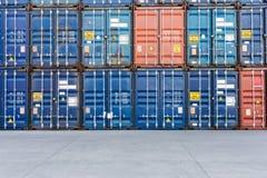Стог коробки контейнера Стоковые Изображения