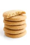 Стог круглых печениь shortbread изолированных на белизне Половинное biscu Стоковые Изображения