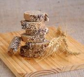 стог ломтиков зерен хлеба Стоковые Фотографии RF
