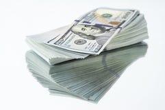 Стог новых долларовых банкнот дизайна Стоковая Фотография