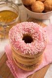 Стог очень вкусных donuts с замороженностью Стоковые Изображения RF