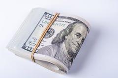 Стог 100 долларовых банкнот с rubberband Стоковая Фотография RF