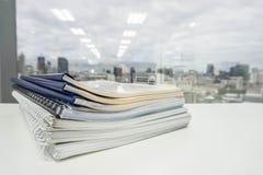 Стог папки и документов дела для проверки стоковое фото rf